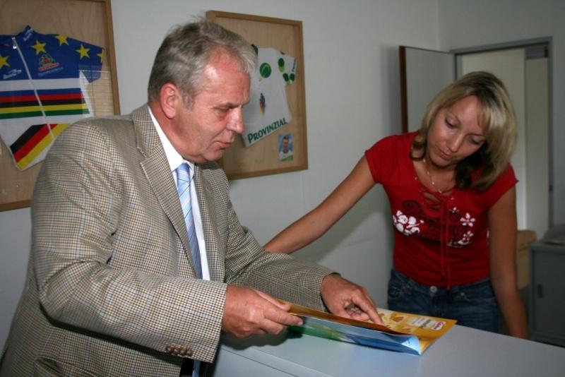 Wolfgang Anduleit und Qualitätscontrollerin Claudine Grollmuß