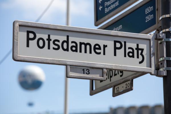 berlin potsdamer platz street sign - © istock.com/Teka77
