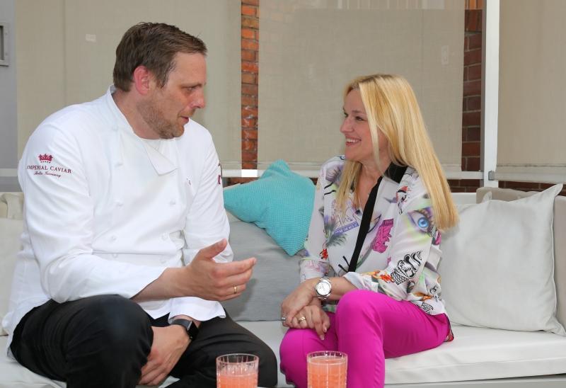 Florian Glauert mit Direktorin Tina Brack