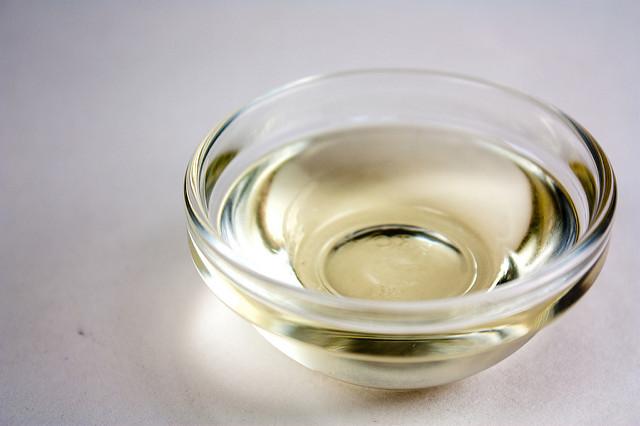 "Bildrechte: Flickr <a href=""https://www.flickr.com/photos/vegan-baking/4404443713/"" target=""_blank"" rel=""noopener"">Coconut Oil</a> <a href=""https://www.flickr.com/photos/vegan-baking/"" target=""_blank"" rel=""noopener"">Veganbanking.net</a> CC BY-SA 2.0 <a href=""https://creativecommons.org/licenses/by-sa/2.0/"" target=""_blank"" rel=""noopener"">Bestimmte Rechte vorbehalten </a>"
